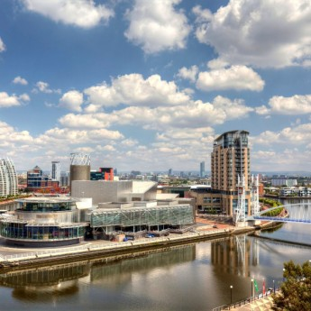 Soggiorni Linguistici Inghilterra-panoramic-view-of-manchester-at-salford-qauys-1600x10661-345x345