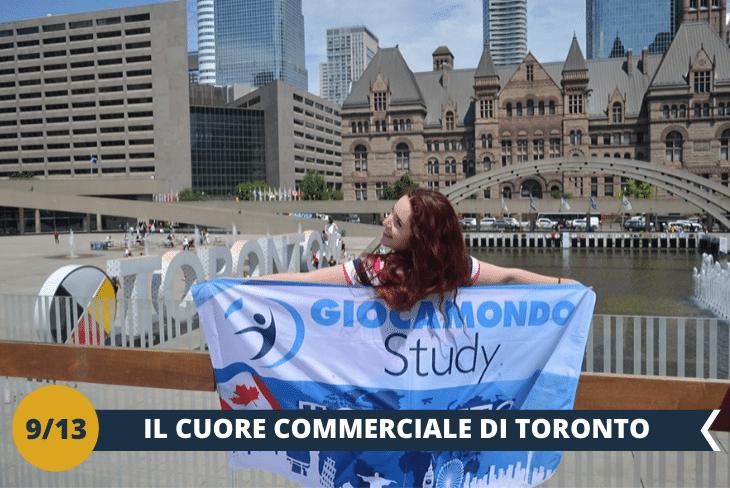 DOWNTOWN TOUR: escursione alla scoperta del cuore di Toronto! Fatti incantare dalle linee futuristiche della City Hall e della sua piazza, che accoglie ogni anno la caratteristica pista di pattinaggio e le celebrazioni del nuovo anno; vivi l'Eaton Centre, il famoso centro commerciale, che con il suo milione di visitatori a settimana, è una delle maggiori attrazioni turistiche della città. Conclude l'escursione la visita a Dundas Square, luogo simbolo e punto di riferimento per Toronto, una vivacissima piazza che non ha niente da invidiare a Times Square o a Piccadilly Circus. (escursione mezza giornata)