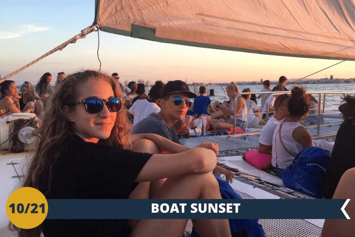 CATAMARANO - Godersi il mare di Valencia da un'altra prospettiva: a bordo di un catamarano, da dove ammireremo un tramonto indimenticabile con una vista e un paesaggio spettacolari! (escursione mezza giornata)