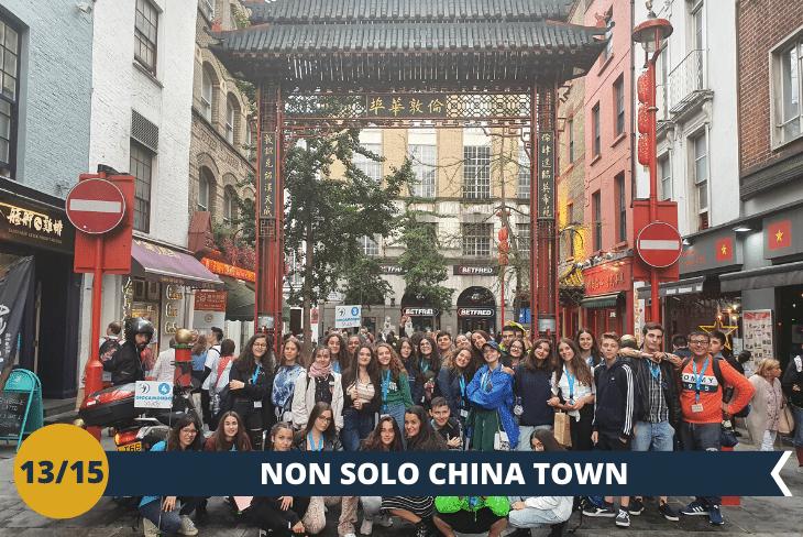 China Town & Soho: Visiteremo Covent Garden, il quartiere con i suoi eleganti mercatini e i bizzarri artisti di strada. Poi continueremo per Chinatown e Leicester Square, dove si tengono le premiere dei film (escursione di mezza giornata)