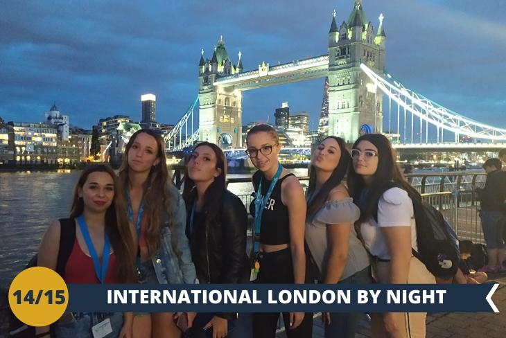 LONDON BY NIGHT, tour serale di questa cosmopolita capitale, ragazzi provenienti da tutto il mondo che si riversano nei locali, pub e negozi del centro
