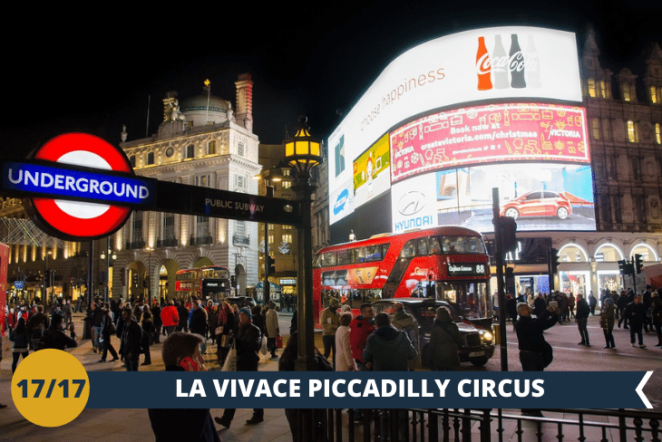LONDON BY NIGHT: un salto all'Hard Rock Cafè Store a Piccadilly Circus per poi ammirare Buckingham Palace di notte!