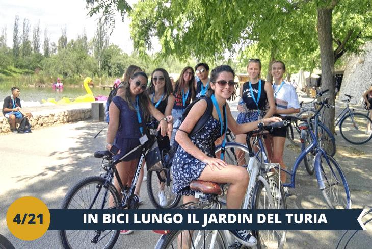 ESCURSIONE DI INTERA GIORNATA: entusiasmante tour in bicicletta nei rigogliosi giardini del Turia, un'oasi di verde e di pace in pieno centro urbano, per poi rilassarsi un po' nel parco della città della scienza