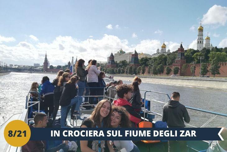 Parteciperete ad una spettacolare CROCIERA SUL FIUME MOSCOVA (INGRESSO INCLUSO) che vi regalerà la più suggestiva prospettiva della città di Mosca. Durante la navigazione avrete infatti occasione di osservare i principali monumenti da un punto di vista nuovo ed affascinante. La capitale russa come non l'avete mai vista! (escursione di mezza giornata)