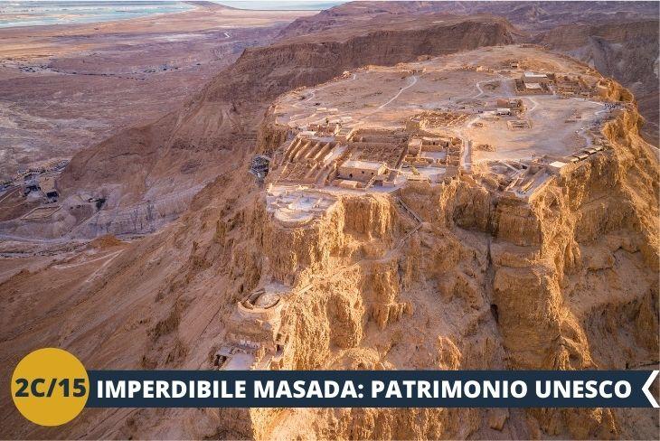 MASADA PATRIMONIO UNESCO: reperti archeologici di Masada riportano in vita l'interessante e tragica storia delle persone che vi abitarono quasi duemila anni fa. Simbolo di resistenza e conservazione della propria identità nazionale e religiosa, Masada è così ricca di storia da essere stata dichiarata parco nazionale e, nel 2001, patrimonio dell'umanità dall'UNESCO. Inoltre, Masada è un altopiano che offre una vista mozzafiato sul Mar Morto e il deserto della Giudea. Tutte queste ragioni la rendono una destinazione popolare per turisti e non.